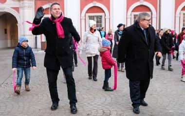Poznań: Na dziedzińcu Urzędu Miasta zatańczyli przeciwko przemocy wobec kobiet i dziewcząt