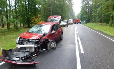 Zderzyły się dwa auta. Jedno stanęło w płomieniach. Wypadek w Porażynie
