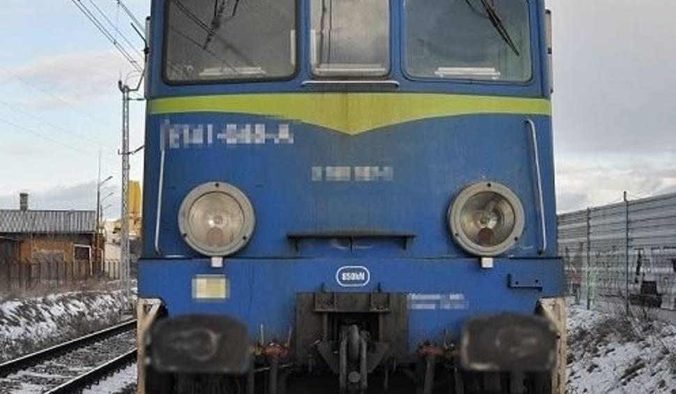 Film do artykułu: Międzyrzec Podlaski. Wypadek na przejeździe kolejowym. Nie żyje jedna osoba