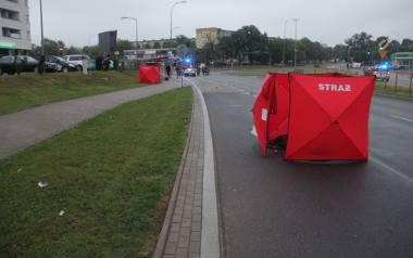 Druga ofiara Wypadku na Antoniukowskiej w Białymstoku została odrzucona kilkanaście metrów dalej. Policjanci przyznają, że uderzenie musiało być pot