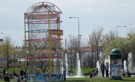 """W parku Górczyńskim, obok fontanny, ,,wyrosła"""" nowa atrakcja dla dzieci"""
