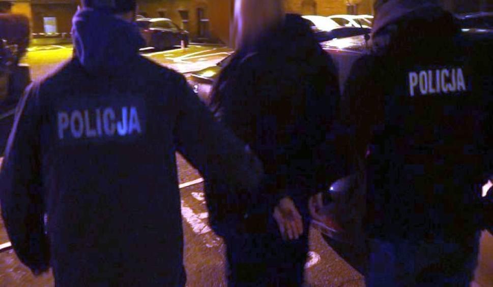 Film do artykułu: Gdańscy policjanci rozbili grupę sutenerów. Zatrzymano 14 osób zamieszanych w sprawę. Wszyscy usłyszeli zarzuty [wideo]