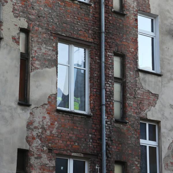 Eksperci przekonują, że kapitał zamrożony w mieszkaniu można spieniężyć i żyć dostatniej na emeryturze.