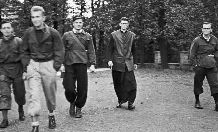 Kozy, 1952.  Od  prawej ks. Karol Wojtyła i ks.Franciszek Macharski