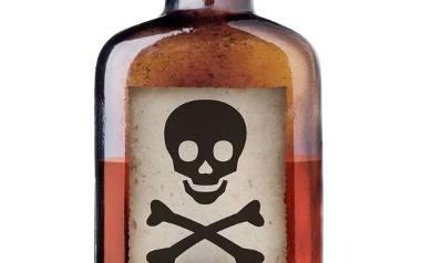 Większość drogeryjnych płatków kosmetycznych jest wykonana z niskiej jakości materiałów. Ich powierzchnia bywa nierówna, przez co może podrażniać i uszkadzać