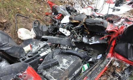 Dąbrówki. Wypadek śmiertelny: Zderzenie bmw z ciężarówką, dwie osoby nie żyją