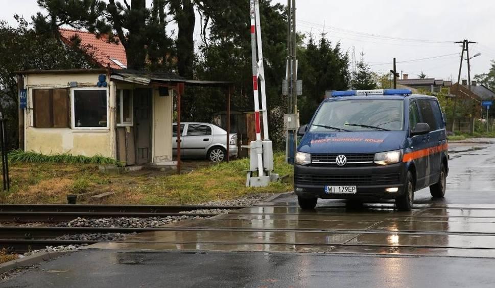 Film do artykułu: Dróżnik pracujący na przejeździe kolejowym w Piotrkowie był pod wpływem alkoholu