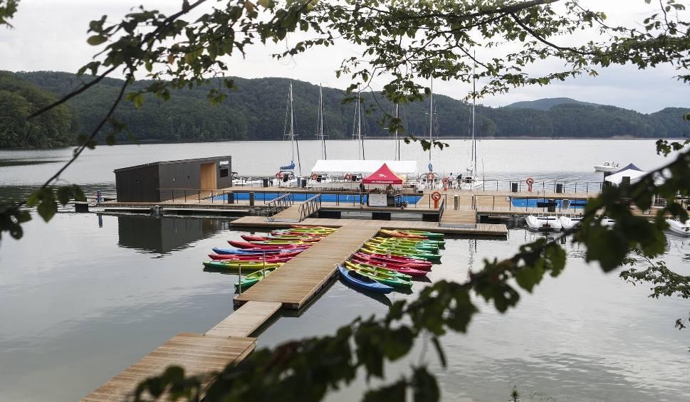 Film do artykułu: Można się już kapać w podwieszanych basenach ekomariny w Polańczyku [ZDJĘCIA, WIDEO]