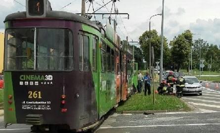 Zniszczenia po kolizji tramwaju z cieżarówką
