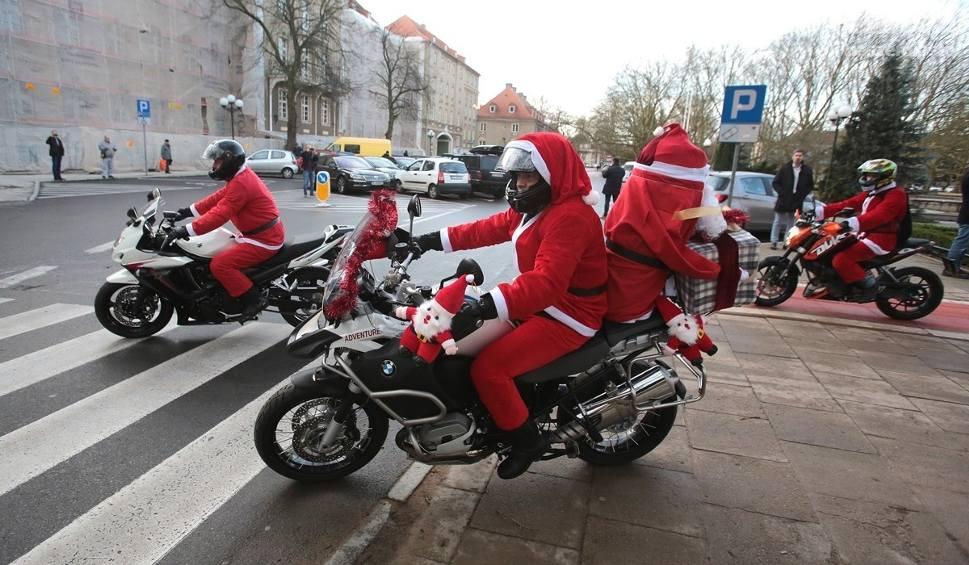 Film do artykułu: Szczecińscy Motomikołaje zawieźli pierwsze paczki. Rozdadzą ich 600! [wideo, zdjęcia]