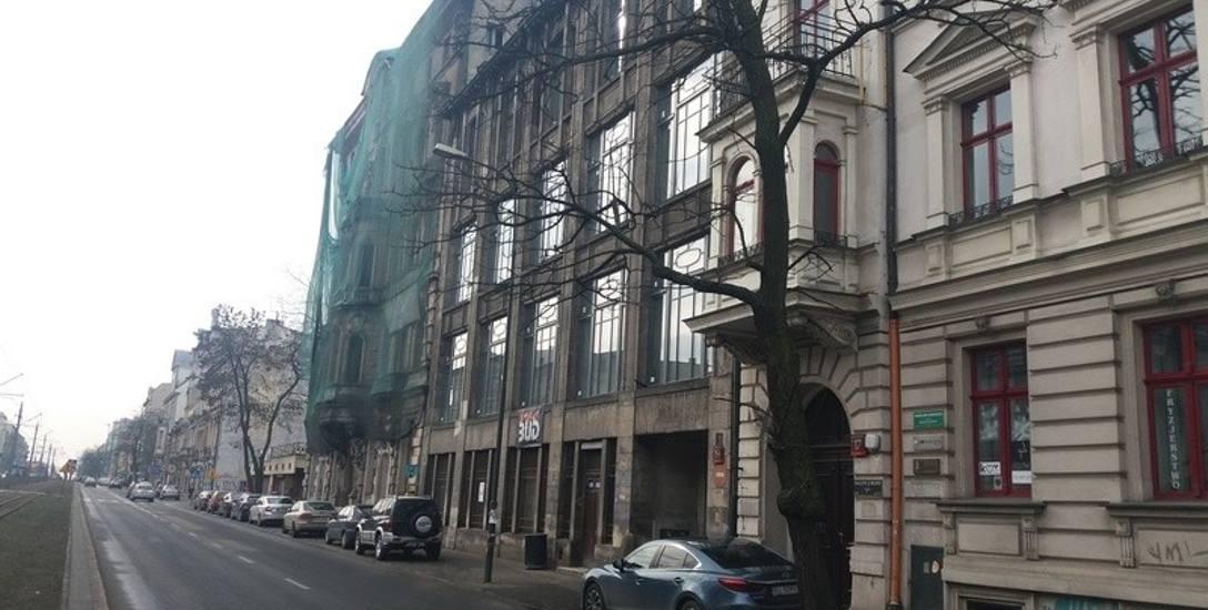 Dawny komisariat przy al. Kościuszki zmieni kolor na... prawdziwy. Postęp prac w przyszłej siedzibie urbanistów i konserwatora zabytków