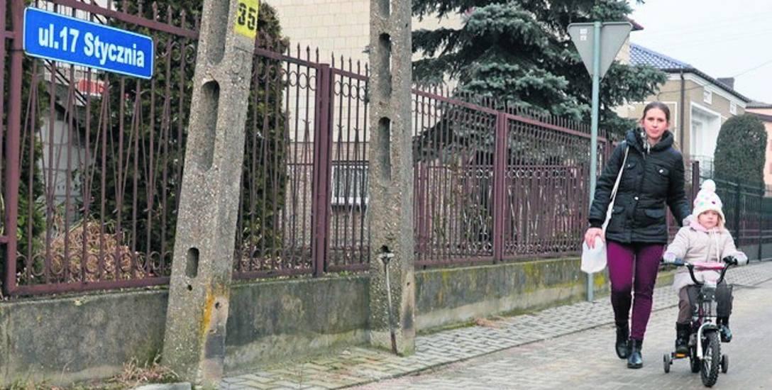 Zanim komunistyczne władze Łowicza nadały drodze na os. Górki nazwę 17 Stycznia, była to część ul. Jastrzębskiej