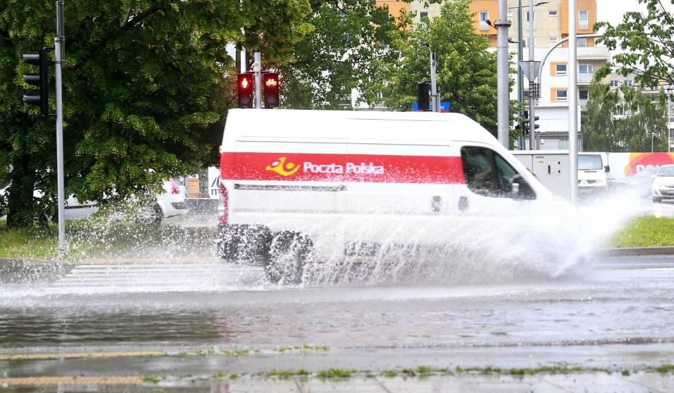 Film do artykułu: W piątek kolejne ulewy w Poznaniu i Wielkopolsce. IMGW wydał ostrzeżenie II stopnia