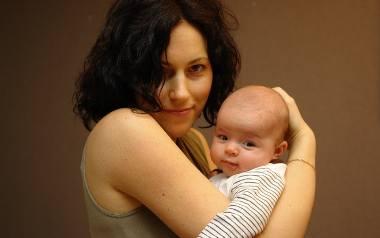 Co przeżywa młoda mama? Jak ją wspierać?