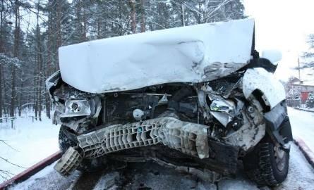 Czołówka przy cmentarzu. Opel uderzył w daewoo. Jedna osoba w szpitalu (wideo i zdjęcia)