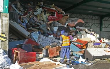 Śmieci w Łodzi. Segregacja śmieci w Łodzi będzie obowiązkowa, rosną też ceny za odbiór odpadów. Mieszkańcy ponoszą coraz większe koszty