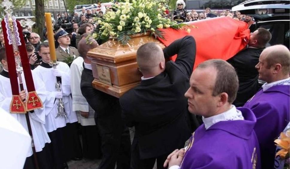 Film do artykułu: Po ekshumacji pochodzącego z Sandomierza Piotra Nurowskiego. W grobie było ciało innej osoby?