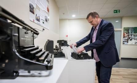 Od XIX-wiecznych maszyn do pisania, przez automat tokarski, radioodbiorniki z Eltry, aż po gramofony - to wszystko obejrzymy w nowym muzeum.