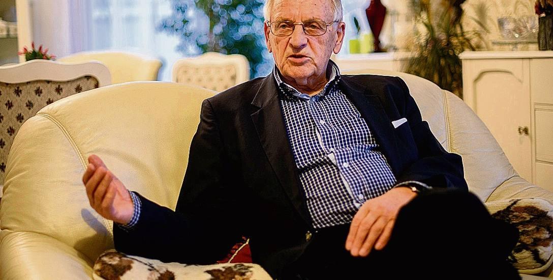 Prof. Waldemar Jędrzejczyk przez blisko 60 lat - aż do przejścia na emeryturę w 2015 r. - uczestniczył w ok. 30000 operacji.