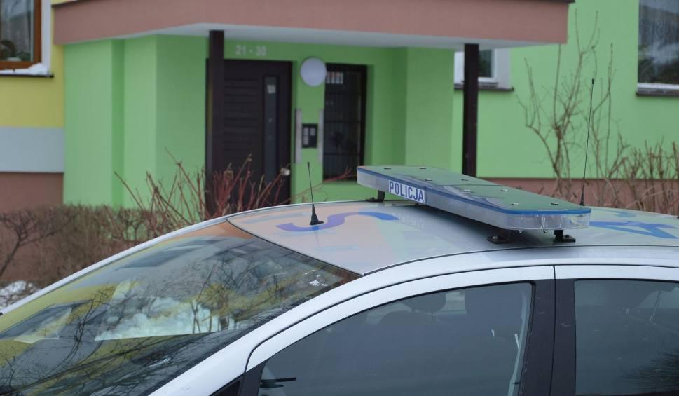 Film do artykułu: Tragedia w Ostrowcu. W środę sekcja zwłok 39-letniej mieszkanki Ostrowca i jej 11-letniego syna