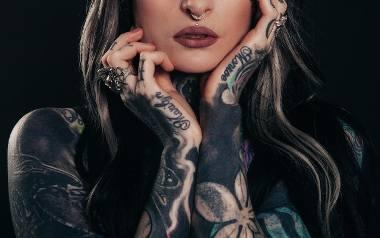 Obecnie tatuaże są powszechne i mało kogo dziwią. Badania pokazują jednak, że tatuaże częściej posiadają mężczyźni. Utarło się też przekonanie, że kobietom