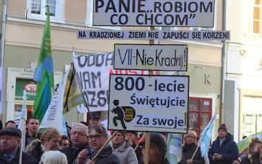 Protestujący na Rynku w Opolu.