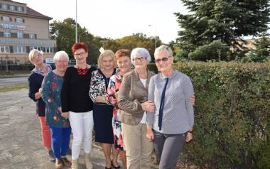 Elżbieta Góra (pierwsza z prawej), Teodozja Prędka, Anna Czyż, Aleksandra Sołtysiak (inicjatorka książki), Bożena Ambroży, Elżbieta Myszkowska, Julita