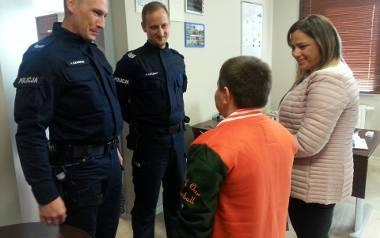 10-letni Kacper z Katarzynowa pod Koluszkami podziękował policjantom za pomoc po wypadku