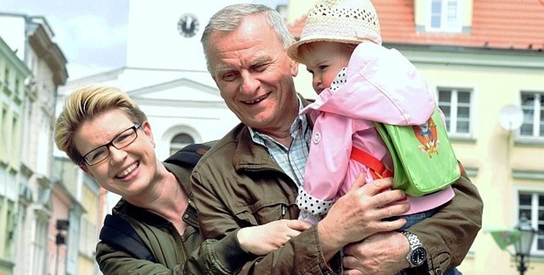 Antosia z mamą Martą i dziadkiem Henrykiem uważają, że Zielona Góra to dobre miejsce do życia. Powinniśmy bardziej zadbać o czystsze powietrze