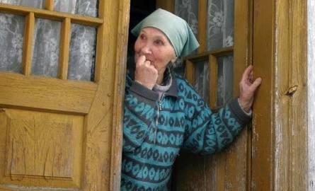 Matka pana Czesława: – Dopiero od kilku lat mamy w naszej wiosce prąd.