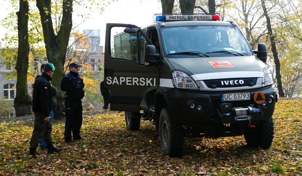 Film do artykułu: Niewybuch przy ul. Storrady w Szczecinie? To fragment bomby zapalającej. Koniec ewakuacji [ZDJĘCIA, WIDEO]
