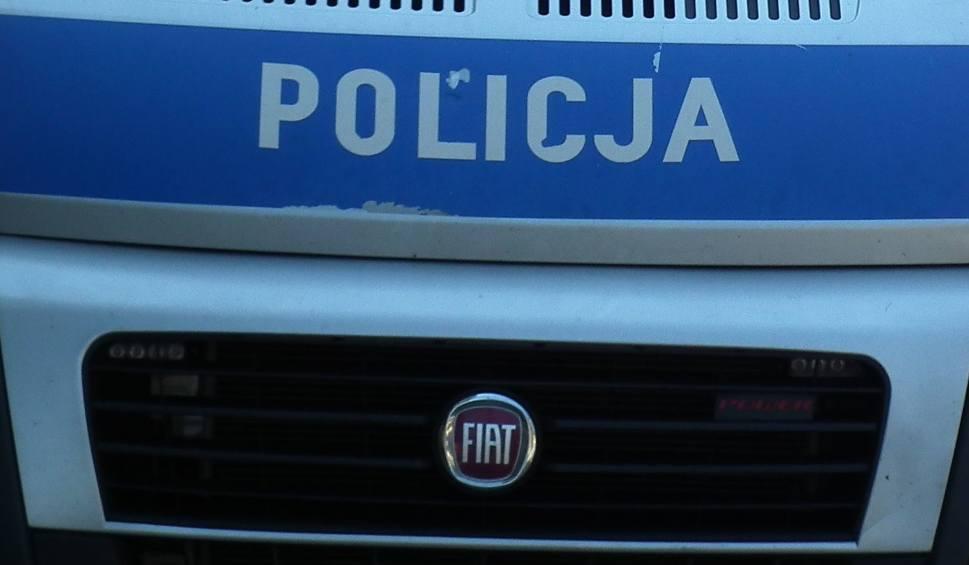Film do artykułu: Radomscy policjanci zatrzymali dwóch mężczyzn pod zarzutami uszkodzenia mienia