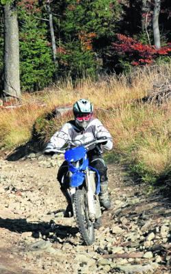 motocross w lesie
