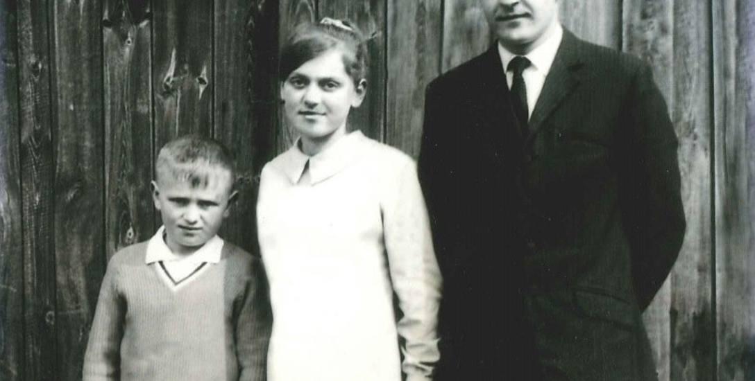 Przyszły wojewoda Władysław Dajczak (z lewej) w towarzystwie siostry Stanisławy i brata Edwarda.