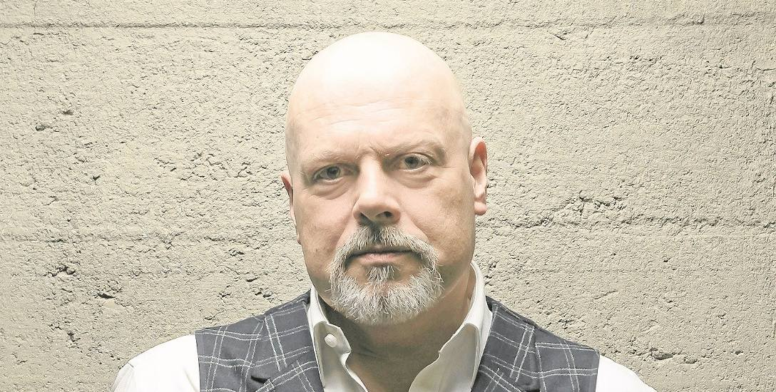 """Marek Krajewski zadebiutował w 1999 roku """"Śmiercią w Breslau"""". W 2019 roku obchodzimy 20-lecie jego twórczości"""