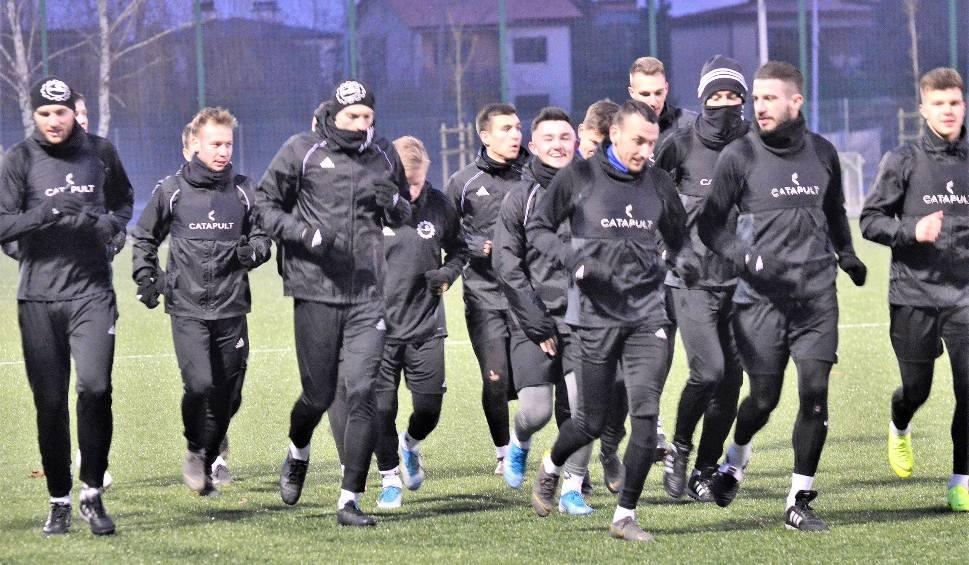 Film do artykułu: PGE Stal Mielec rozpoczęła przygotowania do rundy wiosennej. Na pierwszym treningu było 22 zawodników [ZDJĘCIA]