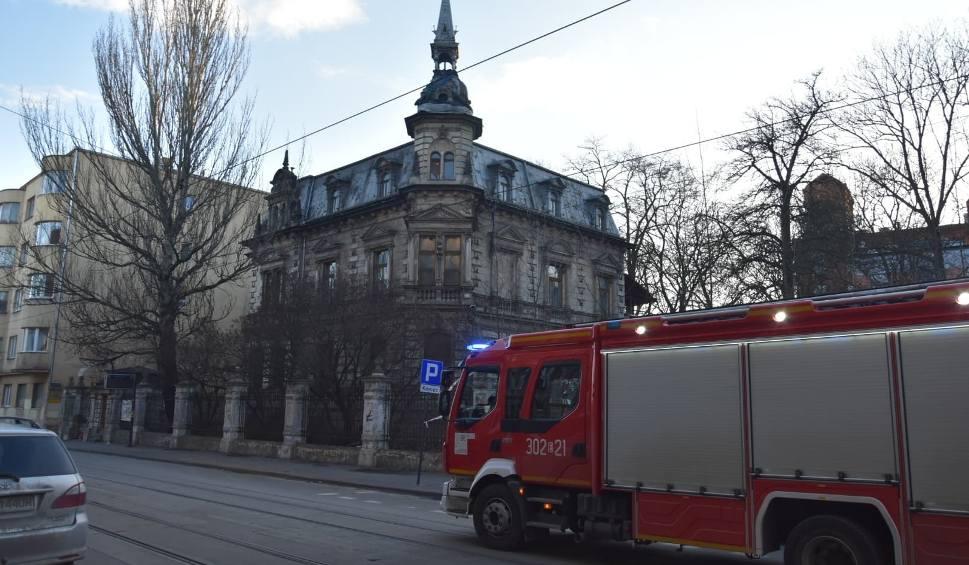 Film do artykułu: Zablokowana ulica Gdańska! Wieżyczka zabytkowej willi Kellera przy Gdańskiej w Łodzi grozi zawaleniem! Ruch na Gdańskiej wstrzymany ZDJĘCIA