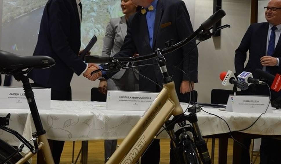 Film do artykułu: Powstaje ścieżka rowerowa z Barcic do Wielogłów