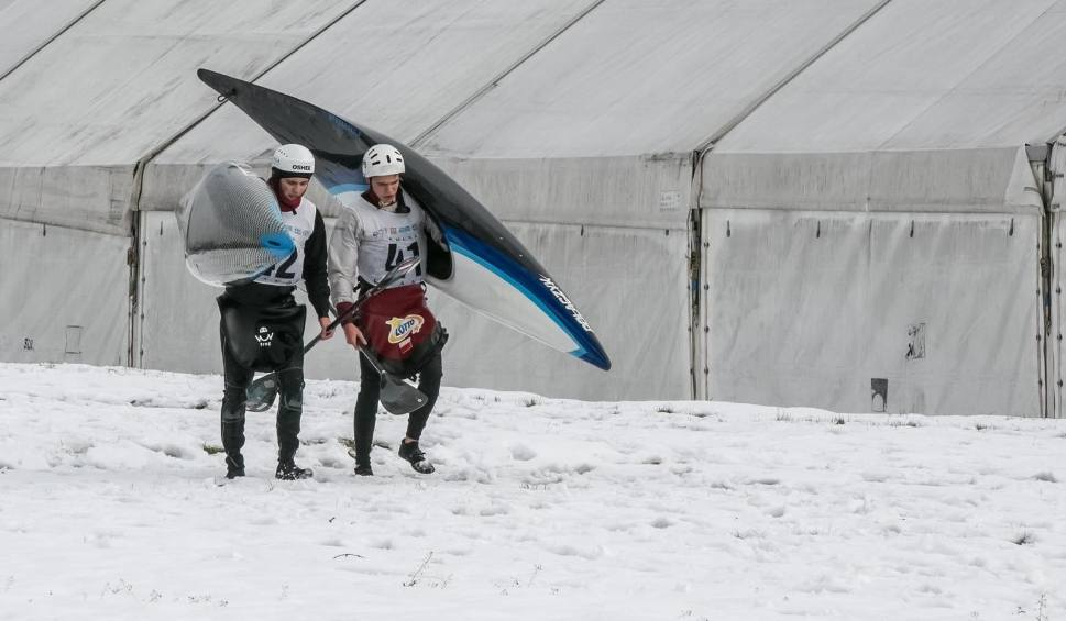 Film do artykułu: Kajakarstwo górskie. Noworoczny Slalom Równoległy w Krakowie i zbiórka na WOŚP [ZDJĘCIA]