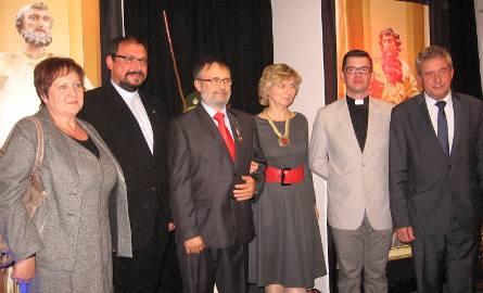 Do bohaterówm dnia dolączyli gospodarze Skaryszewa: burmistrz Ireneusz Kumięga i przewodnciząca Rady Miejskiej, Urszula Gowin.