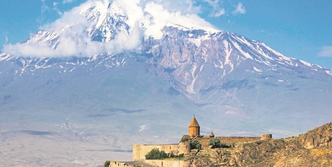 Ararat wznosi się na wysokość 5137 m npm