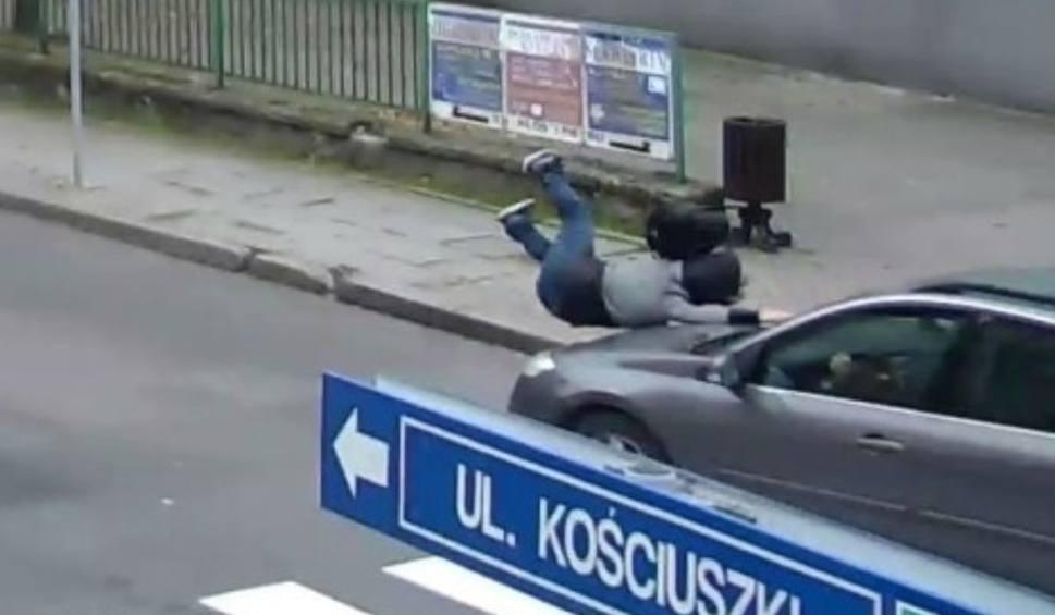 Film do artykułu: Wypadek w Jastrzębiu. Kobieta mogła zginąć ZDJĘCIA Z MONITORINGU