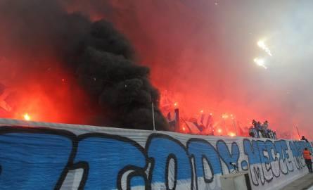 Mecz, w którym Lech Poznań rozgromił Legię Warszawa 3:0, obserwowało na stadionie przy ulicy Bułgarskiej 36 829 kibiców. Zobacz zdjęcia z trybun i odnajdź