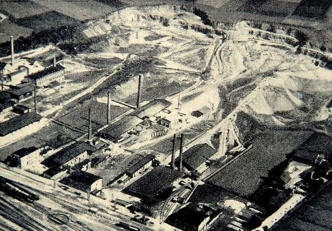 W strzeleckich kamieniołomach pozyskiwano kamień wapienny. W czasach PRL-u więźniowie stanowili sporą część pracowników
