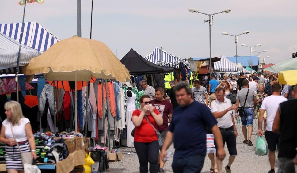 Film do artykułu: Kraków. Niedziela bez handlu? Na pewno nie na Rybitwach! [ZDJĘCIA]