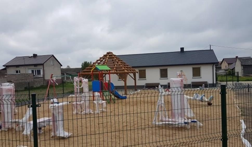 Film do artykułu: Sokolniki Suche w gminie Wieniawa mają świetlicę wiejską, a będą miały plac zabaw i siłownię plenerową
