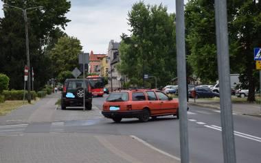 Skrzyżowanie ulic Topolowej z Muzealną.Wielu kierowców nawet zatrzymuje się w tym miejscu, aby być pewnym, że nic nie jedzie z lewej
