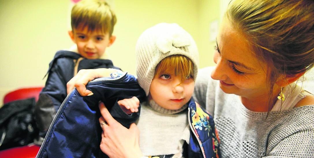 Anna Baworowska z Pierzwina koło Nowogrodu Bobrzańskiego wczoraj przyjechała do lekarza w Zielonej Górze z dziećmi Leną i Igorem. I dobrze zrobiła. Maluchom