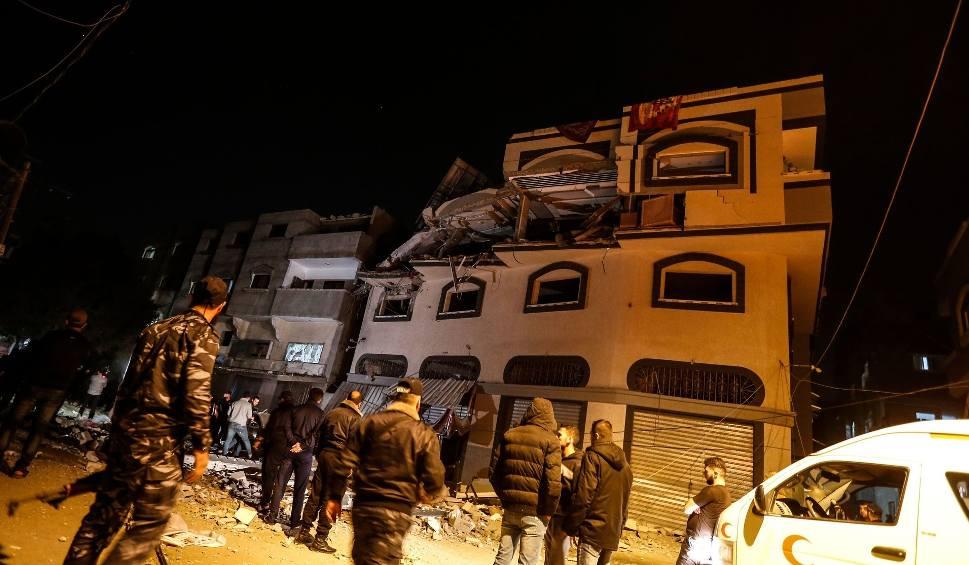 Film do artykułu: Baha Abu al-Ata, lider islamistów w Gazie zginął w nalocie izraelskiego lotnictwa. W odwecie rakiety poleciały na Izrael