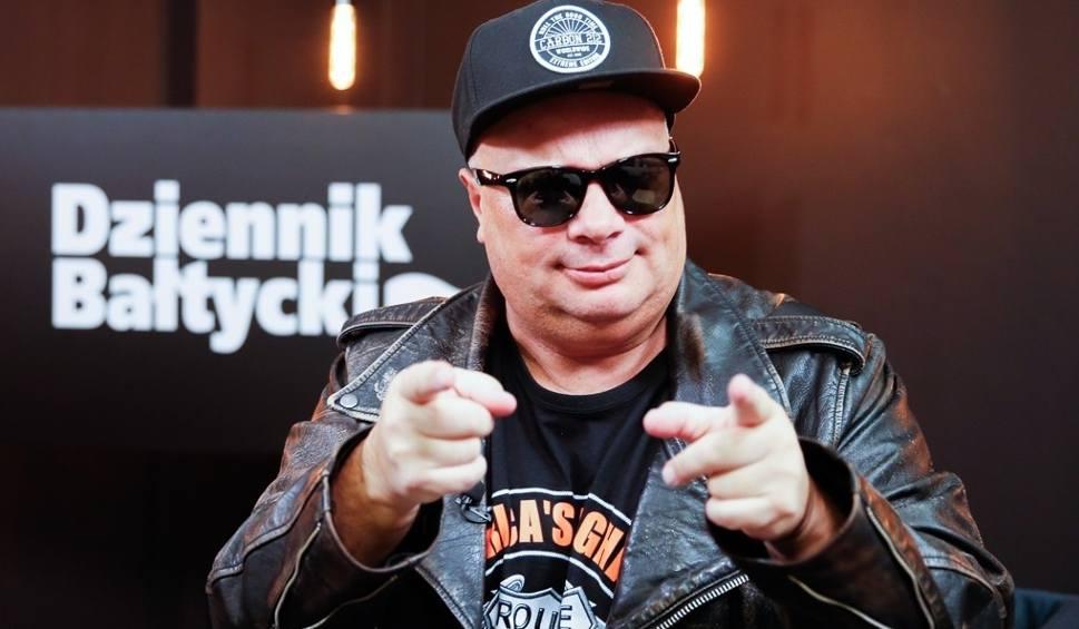 Film do artykułu: Zenek Martyniuk to pacynka propagandowa Jacka Kurskiego - mówi Krzysztof Skiba, lider zespołu Big Cyc, w programie Pod Ostrym Kątem